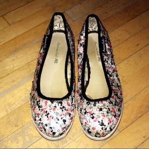 NEARLY NEW AMERICAN EAGLE SEQUINED FLATS SIZE 7.5